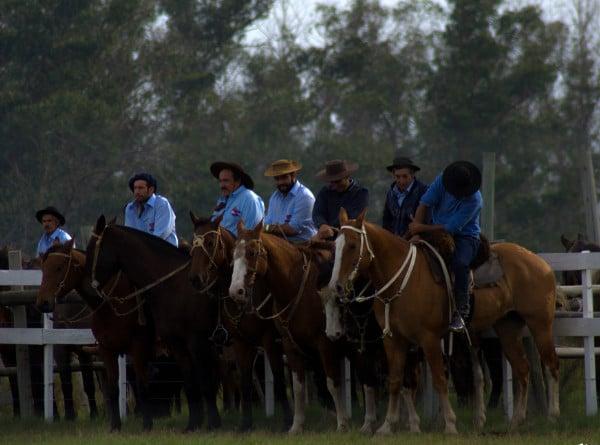 presentacion-Gauchos-a-caballo-Uruguay